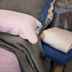 boutis-blanc-mariclo-stone-washed-blu