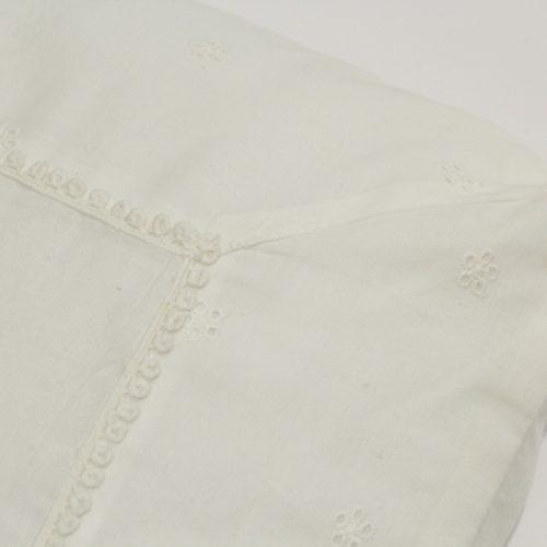 cuscino-cuore-traforato-bianco-40x40-03