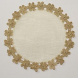 tovaglietta-fiorira-un-giardino-rotonda-fiori-01