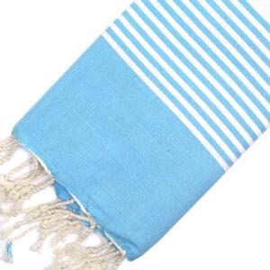 Telo mare FOUTA con linee bianche su tutta la lunghezza a tessitura classica: piatta e leggerissima. Colore azzurro