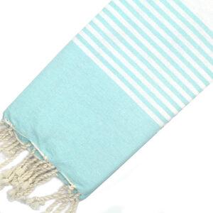 Telo mare FOUTA con linee bianche su tutta la lunghezza a tessitura classica: piatta e leggerissima. Colore verde acqua