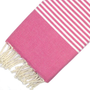 Telo mare FOUTA con linee bianche su tutta la lunghezza a tessitura classica: piatta e leggerissima. Colore fucsia