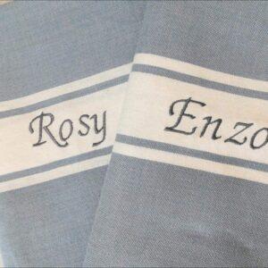 Fouta grigio-azzurro modello classico con ricamo grigio-azzurro