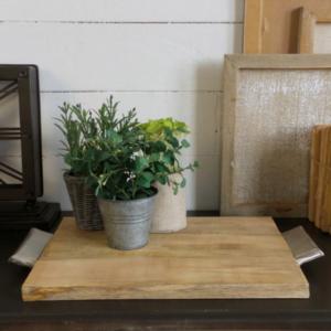 vassoio in legno di mango con manici in acciaio